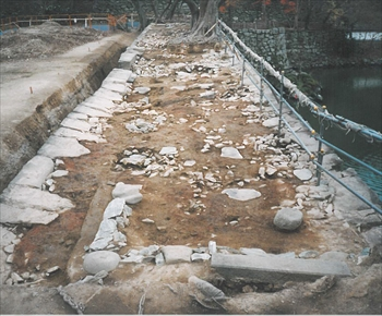 多門櫓の礎石列