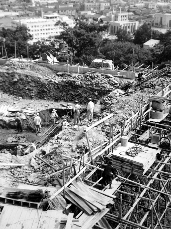 再建工事中の和歌山城天守閣