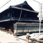 梅本家住宅(主屋、土蔵、納屋及び車庫)の写真