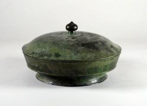 大同寺の銅製蔵骨器
